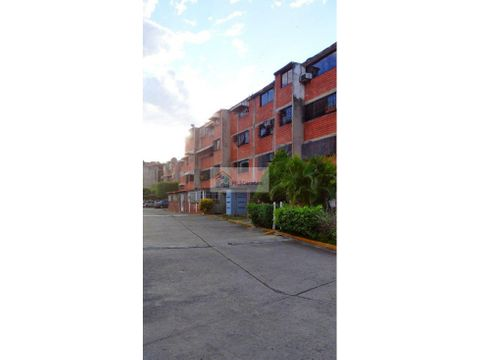 se vende apto 80m2 3h2b1p guarenas