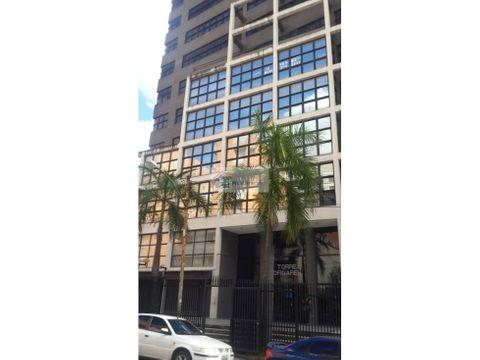 se vende oficina 79m2 sabana grande