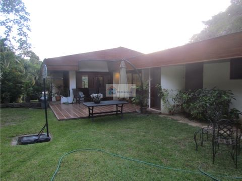 se alquila casa 700m2 4h5b7p colinas de tamanaco