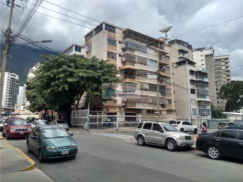 se vende fabuloso apartamento de 92m22h2b1p los palos grandes
