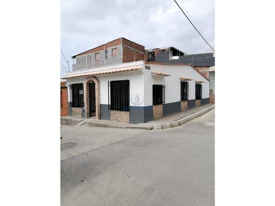 Casa esquinera en venta en La Hermosa