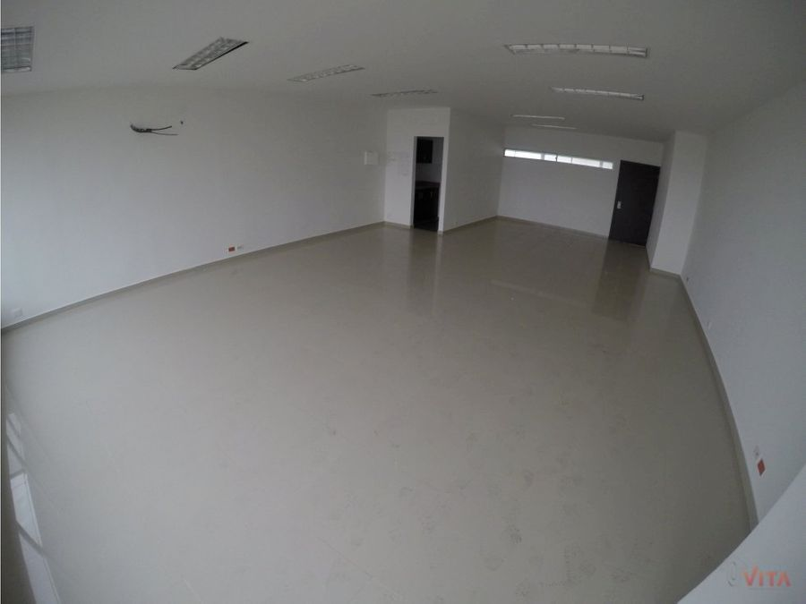 vendemos oficina en marbella laguna 46