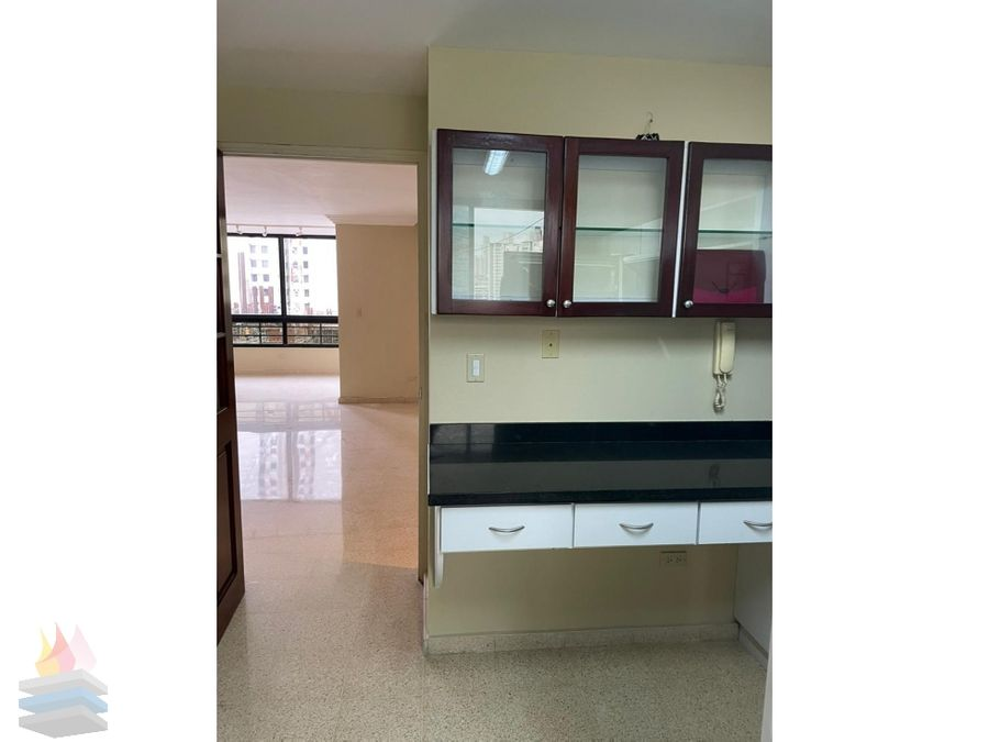 alquilo apartamento remodelado y con linea blanca