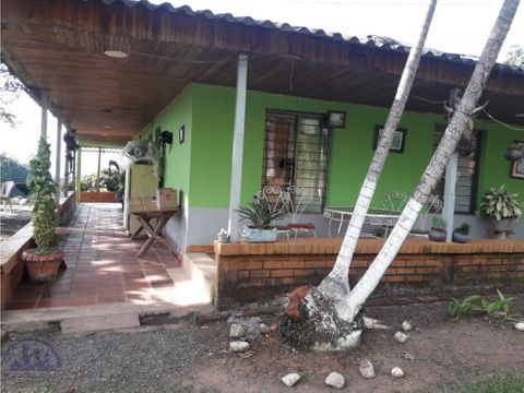 se vende finca via marsella