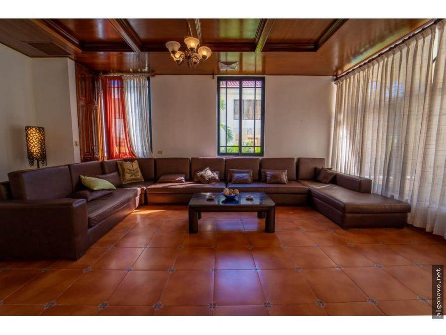 exclusiva villa en metro country club