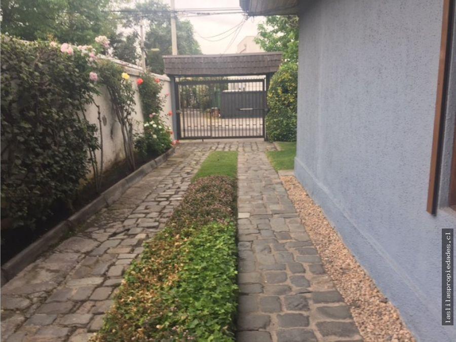 amplia casa en calle tranquila lindo jardin