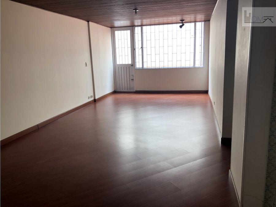 vendo apartamento con terraza para remodelar en santa barbara