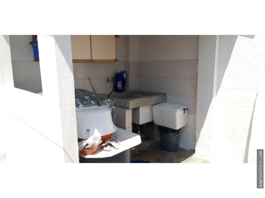 casa amplia para la venta comercial con local rentando