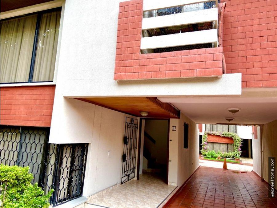 casa amplia de dos pisos dentro de conjunto ubicado en villa country