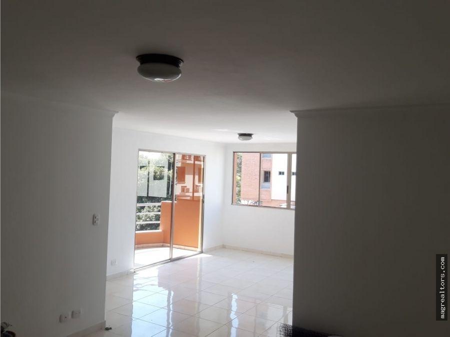 apartamento en excelente ubicacion y remodelado