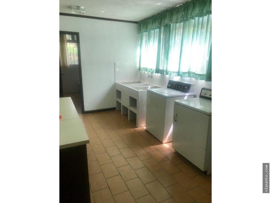 casa en renta dentro de condominio en san pedro las huertas