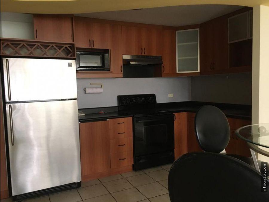 apartamento a la renta en edificio en zona 14