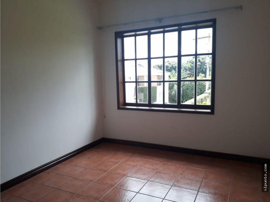 renta de casa en zona 14 cond privado