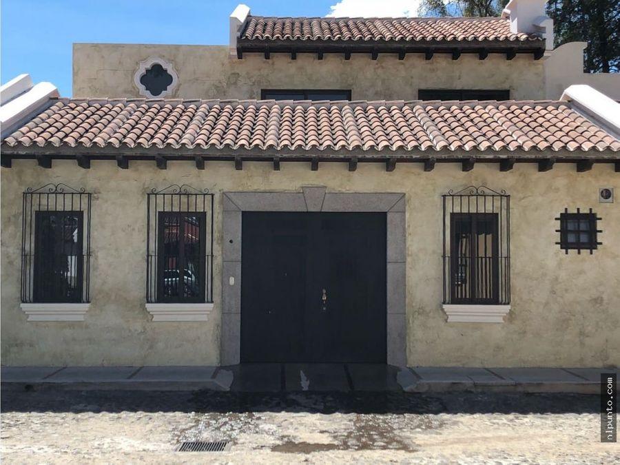 casa a la venta en condominio centrico en antigua