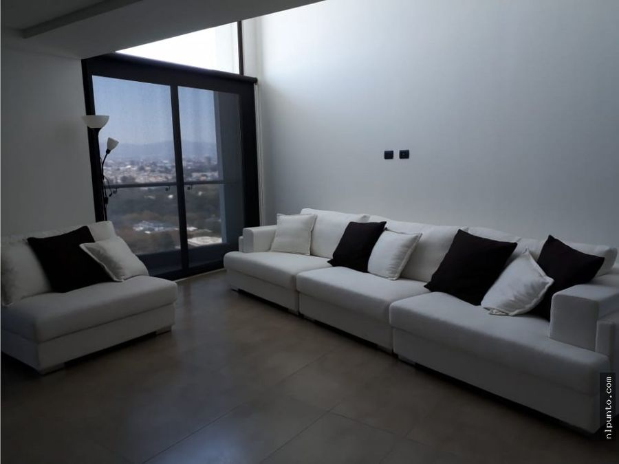 en renta apartamento en cayala de 2 niveles