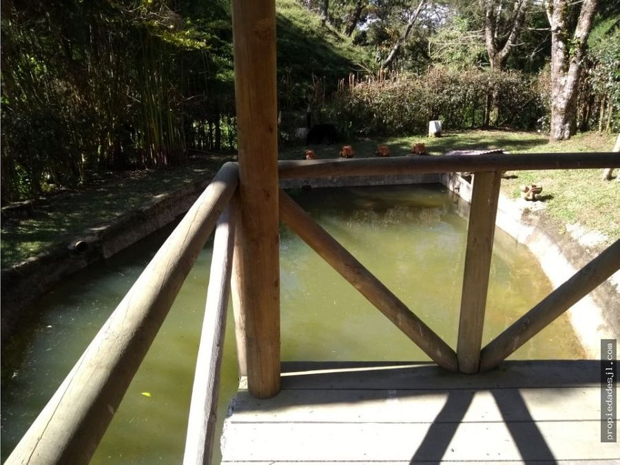 se vende hermosa finca con piscina en el santuario