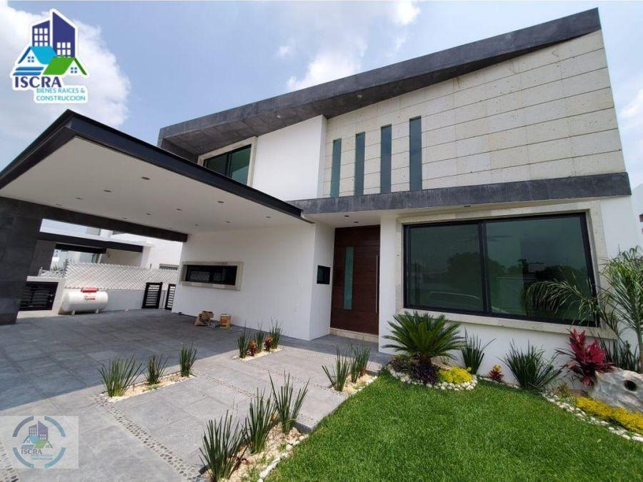 hermosa residencia con espectacular vista