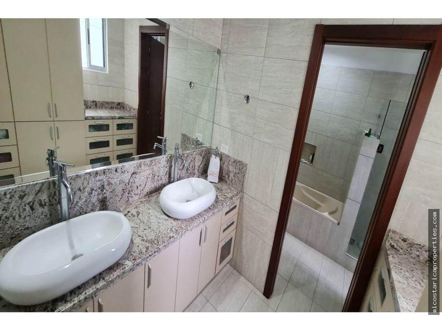 casa en venta en condominio tirreno