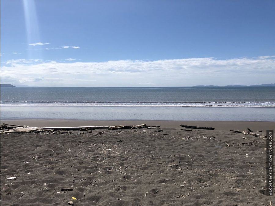 se vende casa frente a la playa en puntarenas