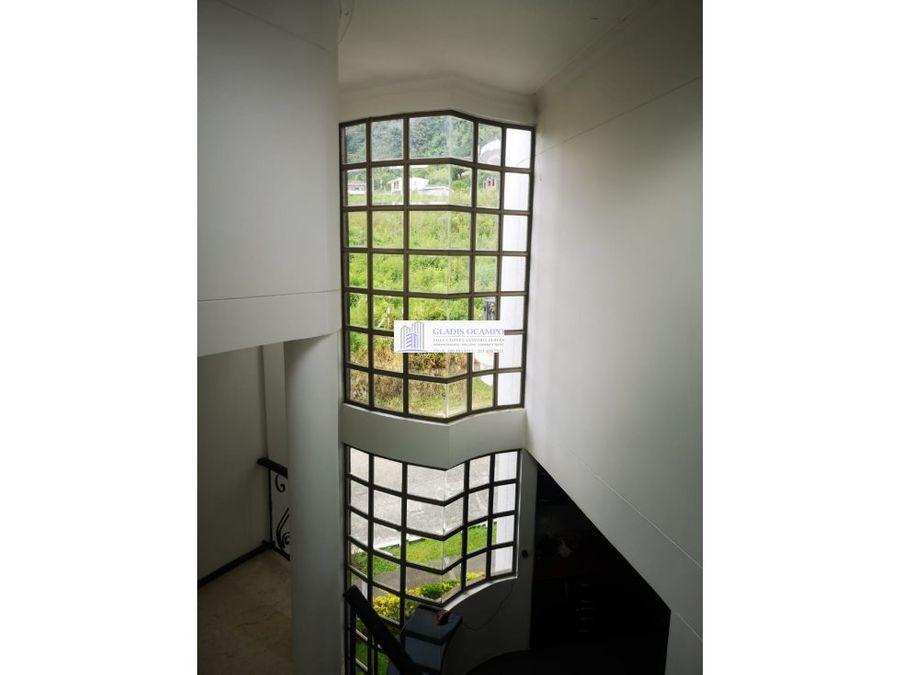 casa esquinera de 5 niveles unidad cerrada