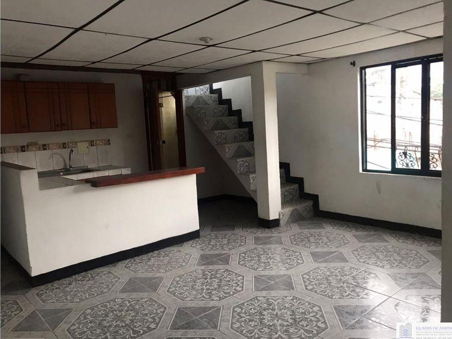 casa esquinera con apartamentos independientes
