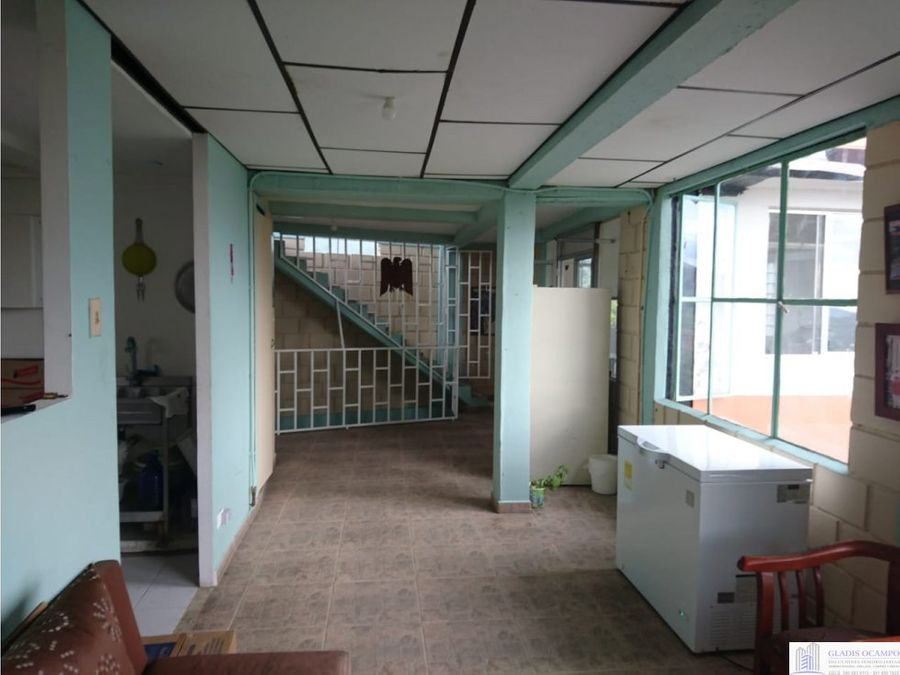 casa de tres plantas via termales
