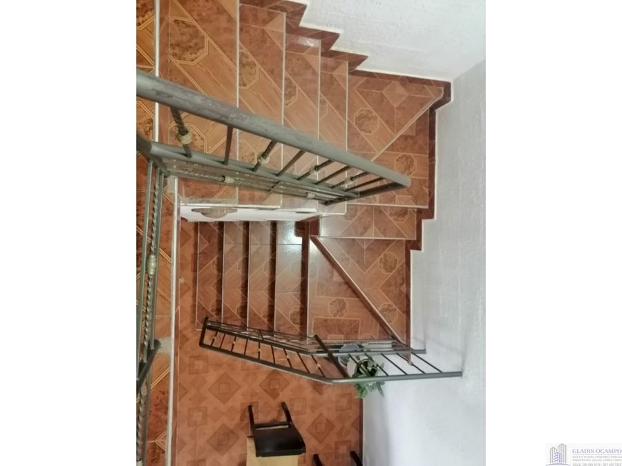 casa para la venta de dos pisos