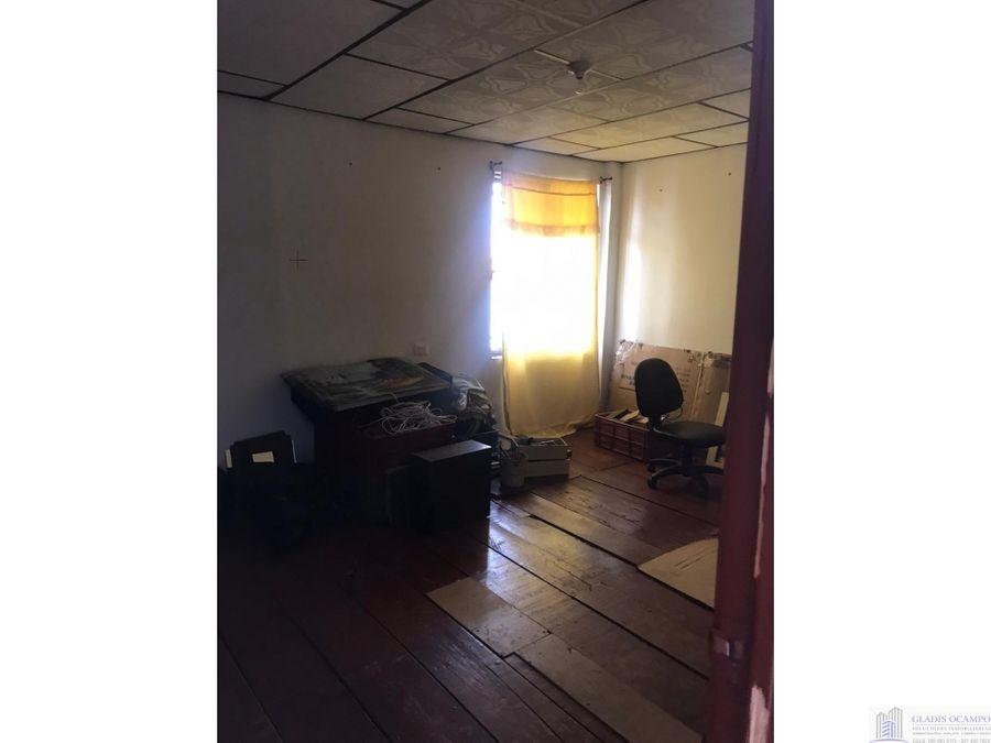 casa antigua esquinera con muy buena ubicacion venta