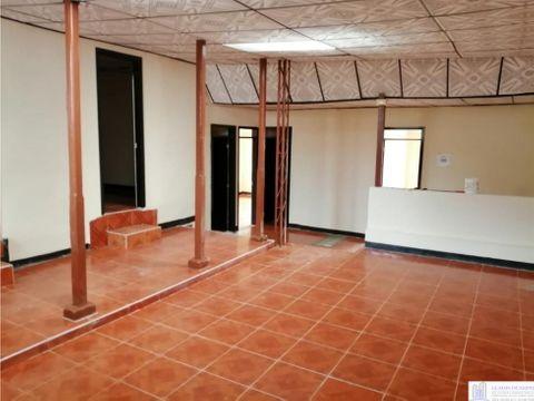 casa grande con dos pisos independientes excelente ubicacion