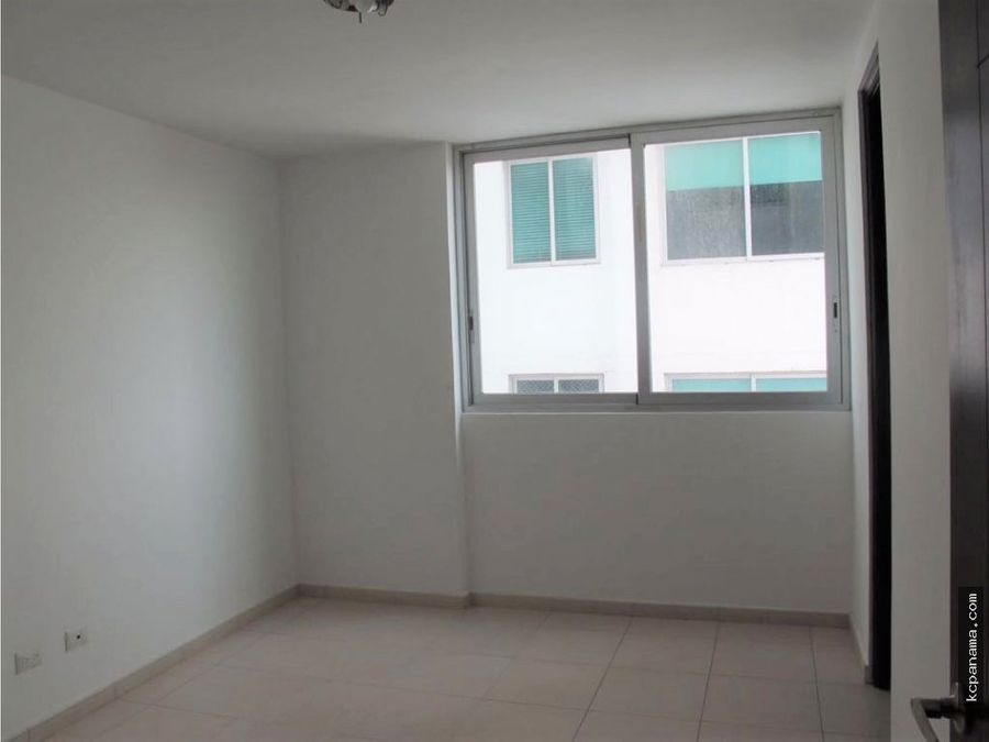 se vende comodo apartamento en ph soho costa del este