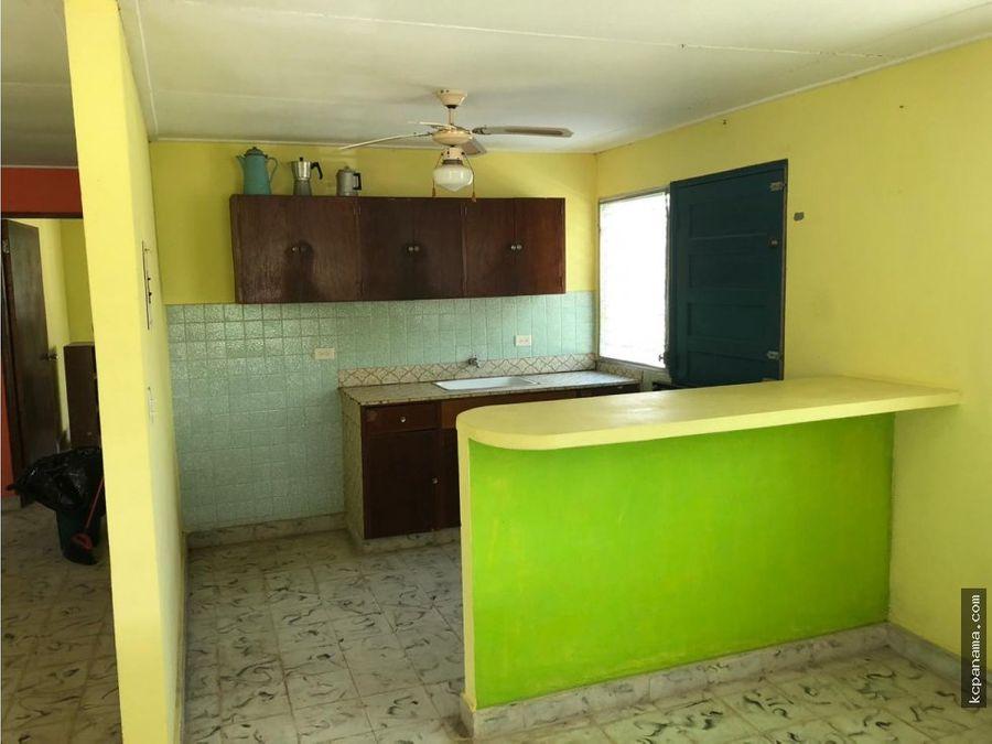 se vende casa con amplio terreno en coronado