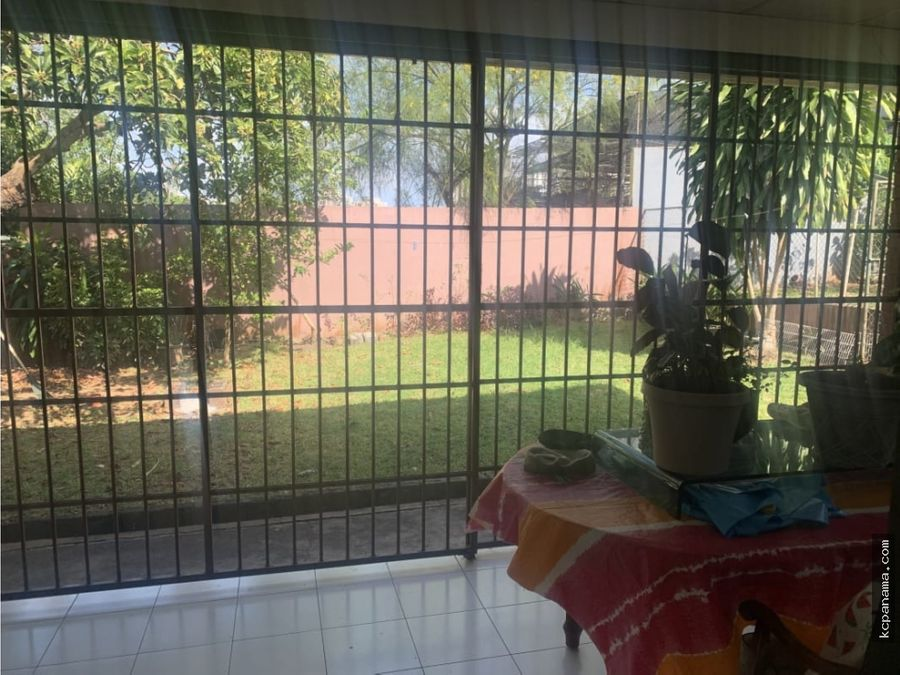 se vende casa familiar con patio en bethania
