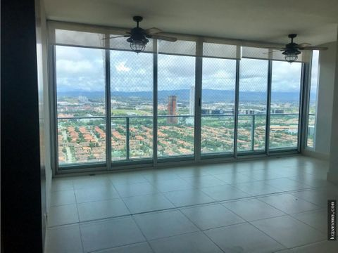 se vende espacioso apartamento en breeze