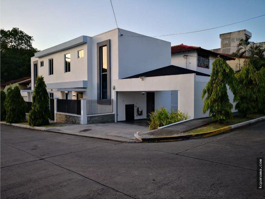se alquila moderna casa en la alameda
