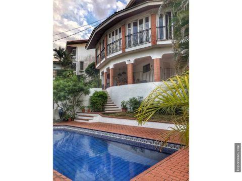 se vende lujosa casa con piscina en la alameda