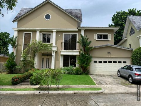se vende bella casa en embassy gardens