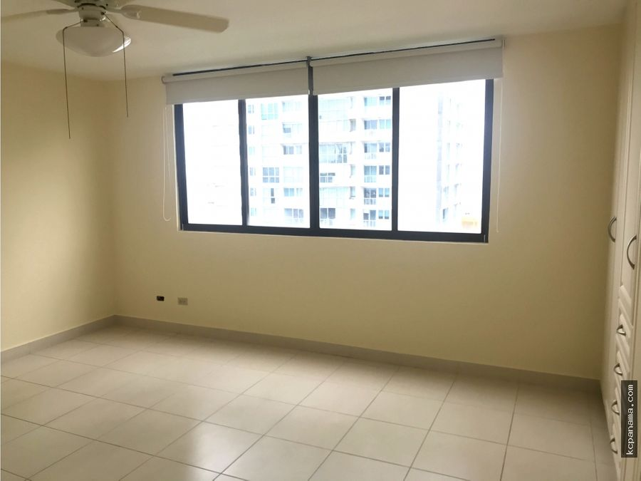 se alquila apartamento espacioso familiar courtyard view