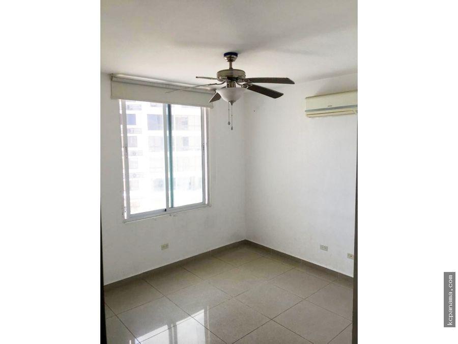 se alquila espacioso apartamento en ocean drive punta pacifica