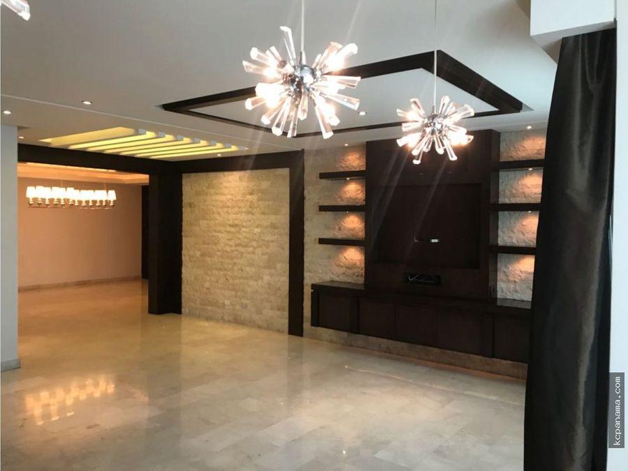 se vende elegante apartamento en marbella