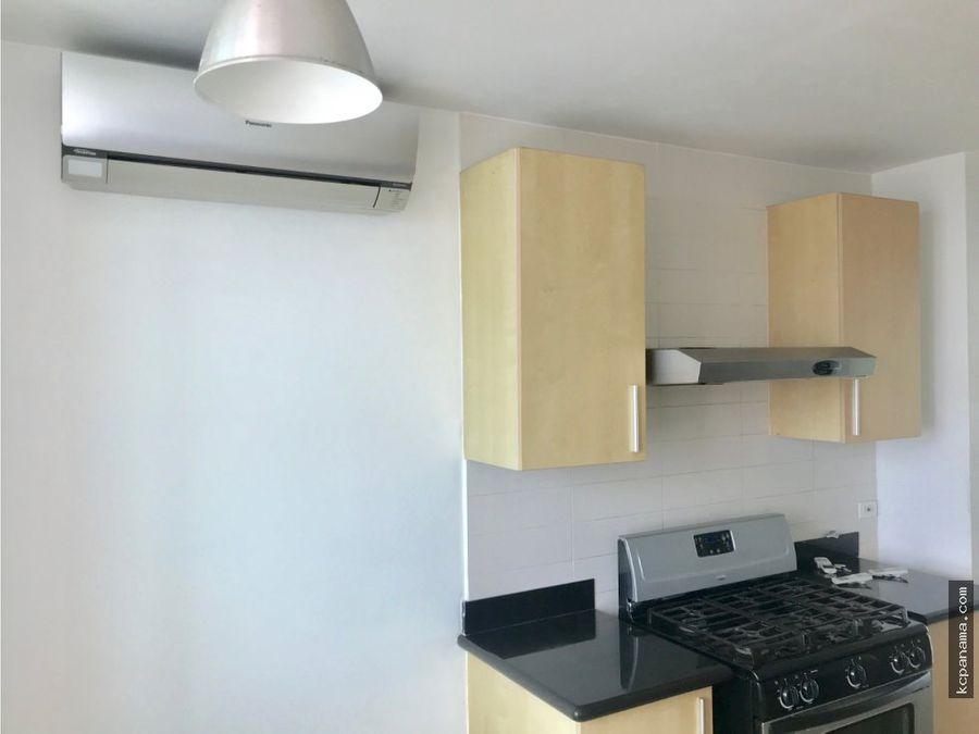 se vende espacioso apartamento en sevilla