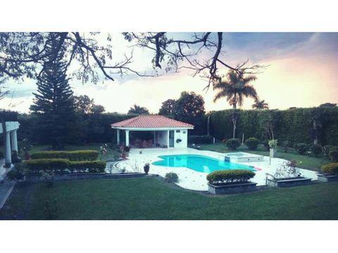 vendo o permuto casa campestre en armenia con piscina