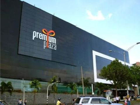 local comercial con doble vitrina en premium plaza