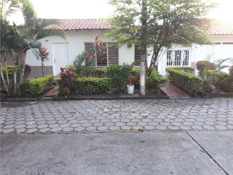 casa amplia bien ubicada y apta para comercio