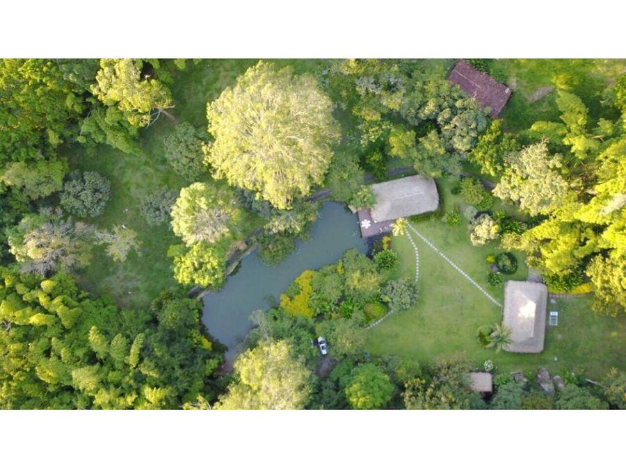 finca con lago a 4 kms de la entrada a girardota