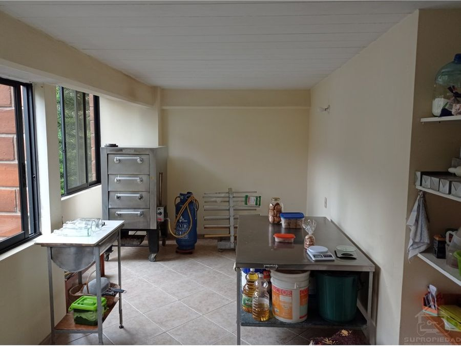 apartamento con parqueadero en la unidad cerros del rodeo