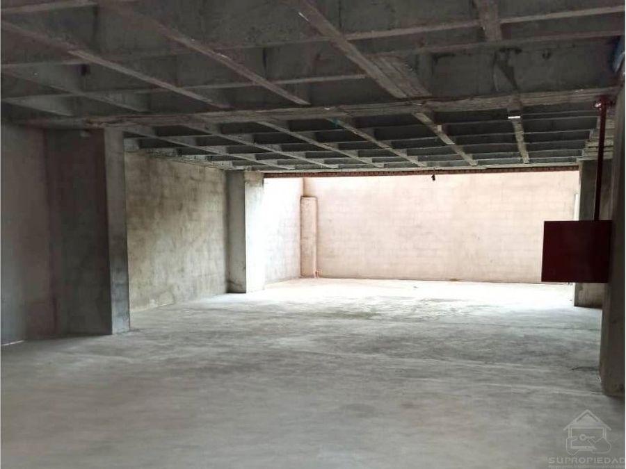 edificio comercial de media mixtura en bario conquistadores