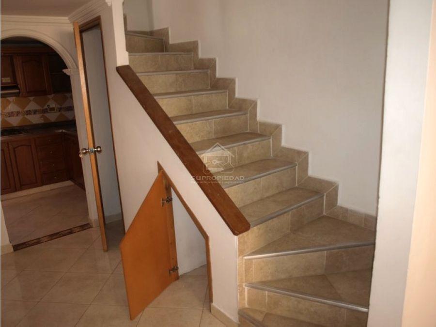 casa de 3 niveles en niquia bello cerca al exito