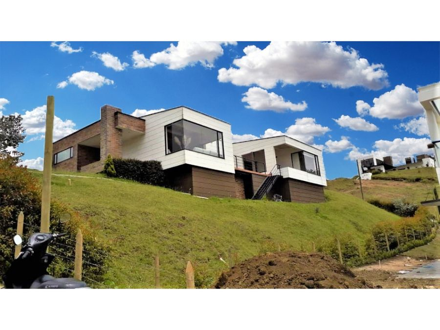 vendo grandiosa casa en el alto del escobero envigado