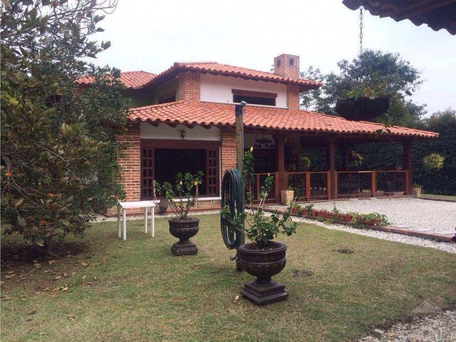 lujosa casa campestre cerca al aeropuerto jmc