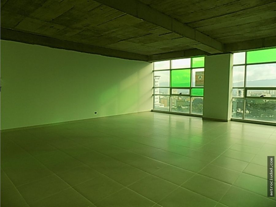 se arrienda oficina en centro empresarial green gold
